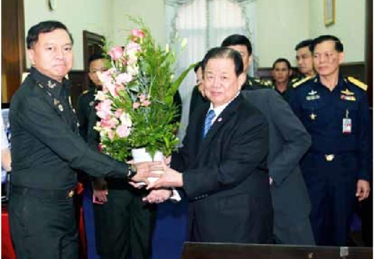 คณะนายทหารชั้นผู้ใหญ่เข้าอวยพร รัฐมนตรีช่วยว่าการกระทรวงกลาโหมเนื่องในโอกาสเทศกาลปีใหม่