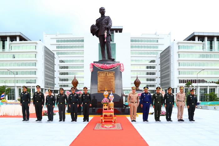 พลเอก ปรีชา จันทร์โอชา ปลัดกระทรวงกลาโหม เป็นประธานในพิธีอัญเชิญพระบรมรูปพระบาทสมเด็จพระจุลจอมเกล้าเจ้าอยู่หัว