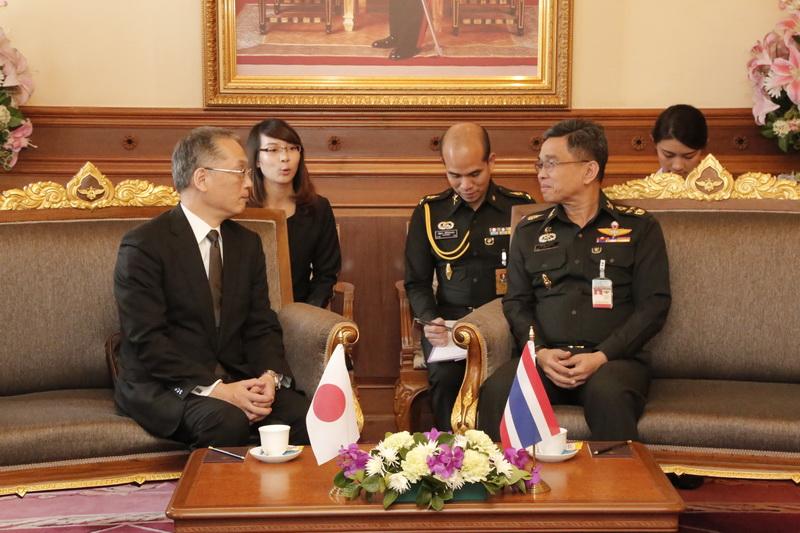 ผู้ช่วยรัฐมนตรีว่าการกระทรวงกลาโหมญี่ปุ่น ด้านกิจการบริหาร เข้าเยี่ยมคำนับ รองนายกรัฐมนตรีและรัฐมนตรีว่าการกระทรวงกลาโหม
