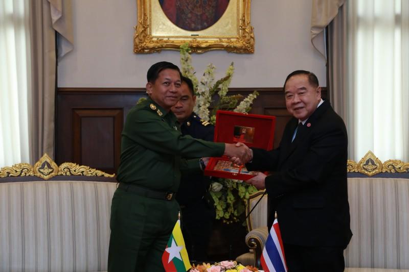 รองนายกรัฐมนตรีและรัฐมนตรีว่าการกระทรวงกลาโหม  ต้อนรับการเยี่ยมคำนับของ  ผู้บัญชาการทหารสูงสุดสาธารณรัฐแห่งสหภาพเมียนมา