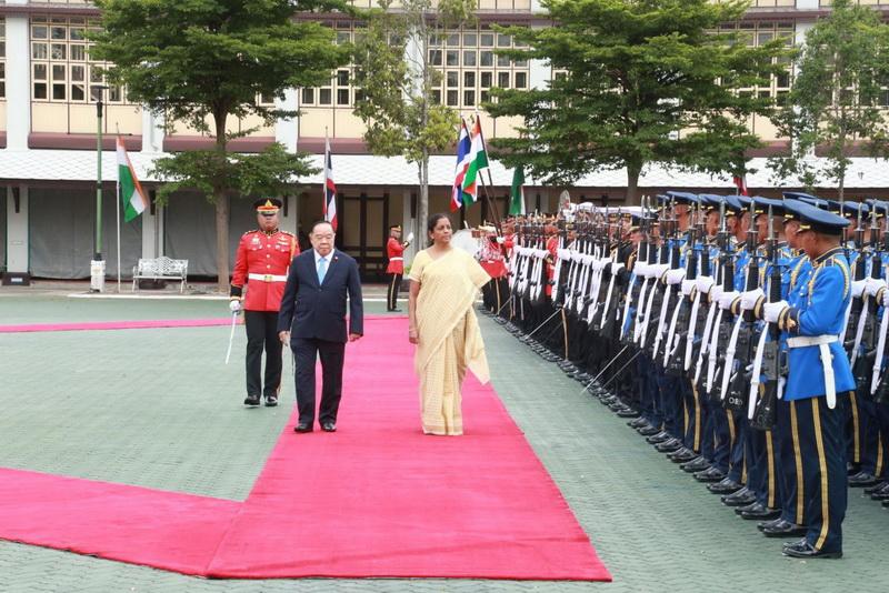 รอง นรม. และ รมว.กห. ให้การต้อนรับ รมว.กห.สาธารณรัฐอินเดียและคณะเยือนประเทศไทย อย่างเป็นทางการ