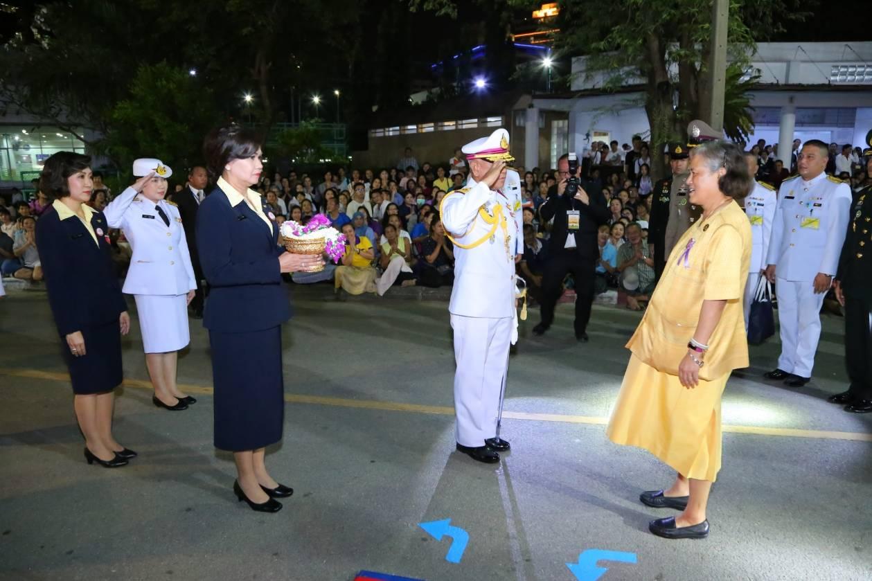 สมเด็จพระเทพฯเสด็จงานกาชาดไทย พร้อมเยี่ยมชมร้านกลาโหม ชนะเลิศด้านความสวยงาม