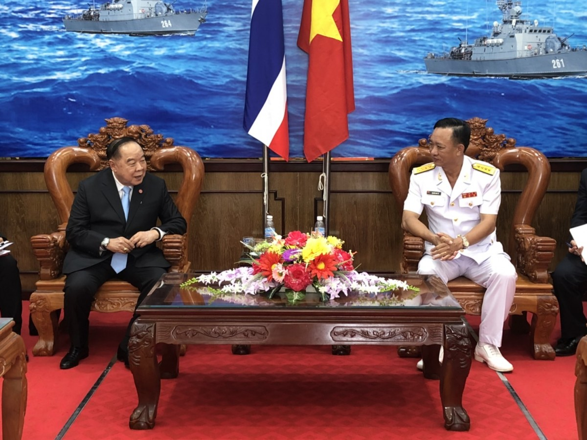 รอง นรม. และ รมว.กห. พร้อมคณะ เยี่ยมชมกองบัญชาการภาคทหารเรือที่ 5