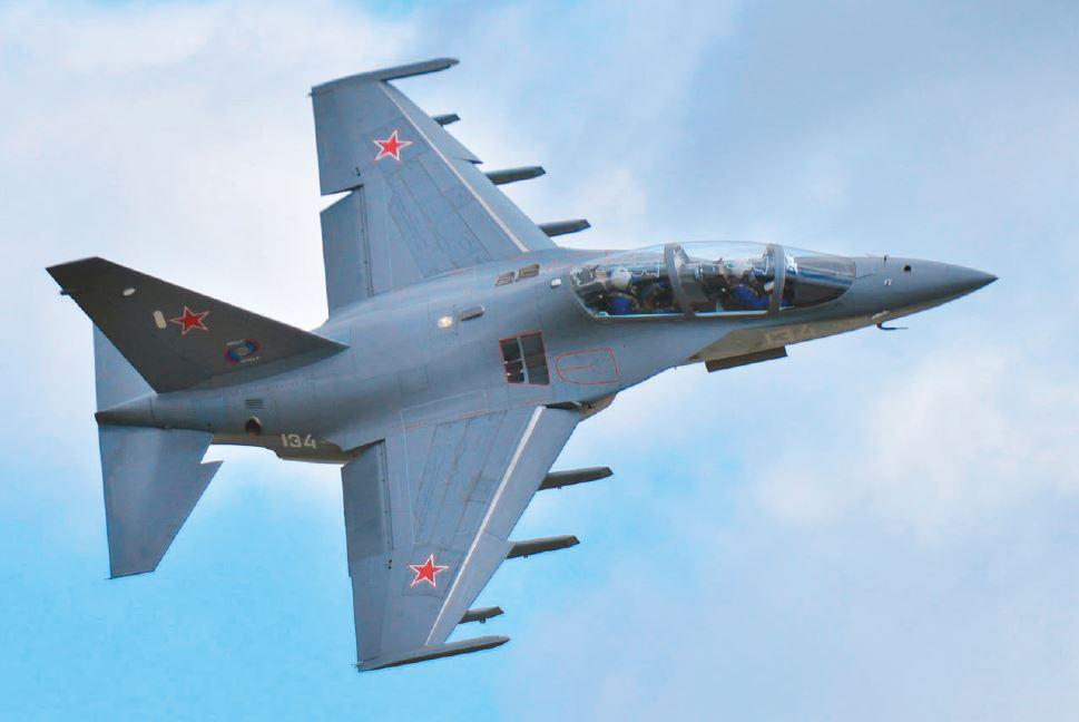 แนะนนำอาวุธเพื่อนบ้าน  เครื่องบินฝึกไอพ่น แบบ ยัค-๑๓๐ (Yak-130)