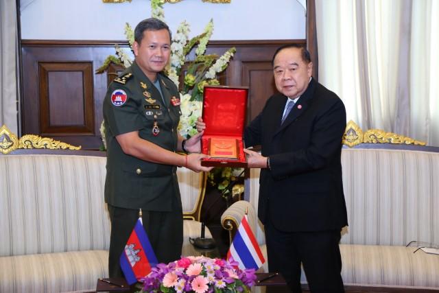 พล.อ.ประวิตร' รับเยี่ยมคำนับ พล.ท.ฮุน มาเนต ย้ำเดินหน้าร่วมมือขยายความมั่นคง และร่วมกันแก้ปัญหาหมอกควันจากการเผาป่า