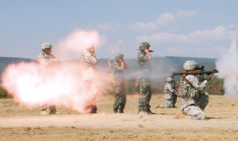 แนะนำอาวุธเพื่อนบ้าน จรวดต่อสู้รถถัง แบบ อาร์พีจี-๗ (RPG-7)